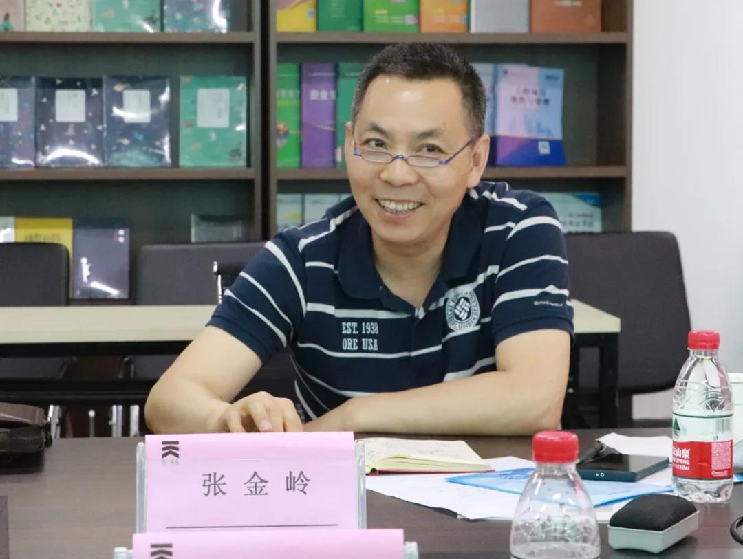 河南财经政法大学旅游与会展学院副院长、教授张金岭